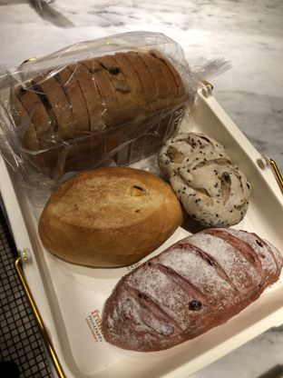 Foto 1 - Makanan di Francis Artisan Bakery oleh Nanakoot