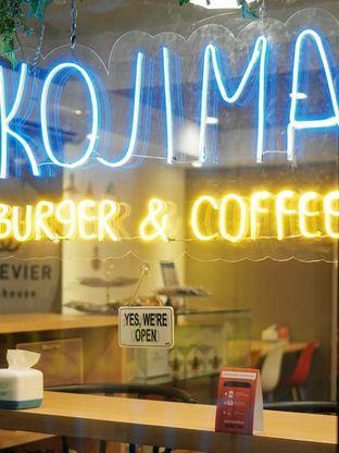 Foto 7 - Interior di Kojima Burger & Coffee oleh Huntandtreasure.id