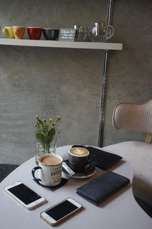 Foto 6 - Interior di Awesome Coffee oleh yudistira ishak abrar