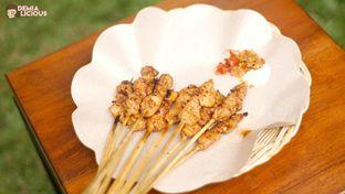 Foto 6 - Makanan(Sate Manis Jimbaran) di Warung Namu oleh @demialicious