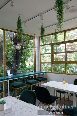 Foto 4 - Interior di Phyllo Coffee oleh Darsehsri Handayani