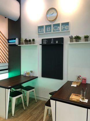 Foto 5 - Interior di Lab Cafe oleh feedthecat