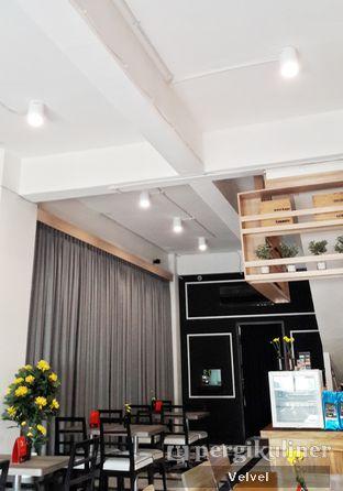 Foto 3 - Interior di Back Office Bistro oleh Velvel