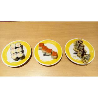 Foto - Makanan(Kanikama n Egg Roll, Spicy California Roll, Crunchy Nori Roll) di Genki Sushi oleh melisa_10