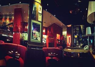 Foto 3 - Interior di TGI Fridays oleh Astrid Huang | @biteandbrew