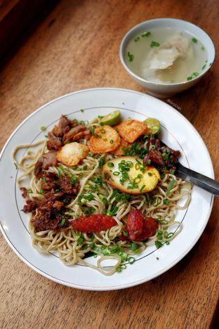Foto 4 - Makanan(Mie Onlok Pangsit) di Mie Onlok Palembang oleh David Sugiarto