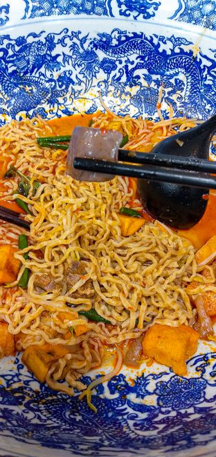 Foto 8 - Makanan(Big Bowl Curry Mee) di Legend Kitchen oleh duocicip
