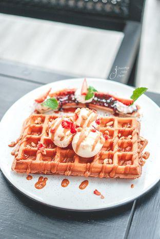 Foto 3 - Makanan(Banoffee Wafflle) di Dasa Rooftop oleh Jeanettegy jalanjajan
