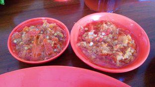 Foto 3 - Makanan(Sambal Merah Domba Membara & Sambal Rica-Rica Pedas Asik) di Sambal Khas Karmila oleh Novita Purnamasari