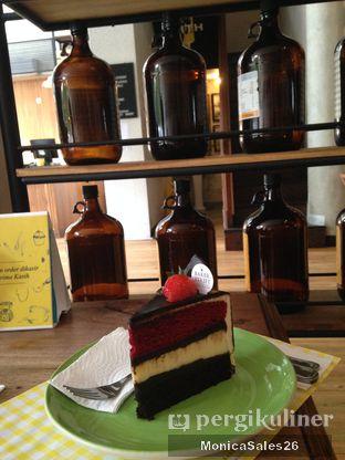 Foto 20 - Makanan(Triple dekker cake ) di Baker Street oleh Monica Sales