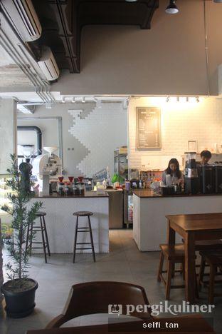 Foto 2 - Interior di Kapyc Coffee & Roastery oleh Selfi Tan