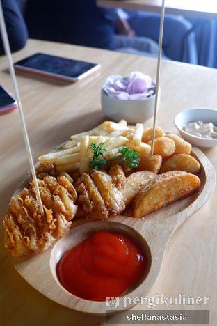 Foto 12 - Makanan(Mix Fries) di Hakuna Matata oleh Shella Anastasia