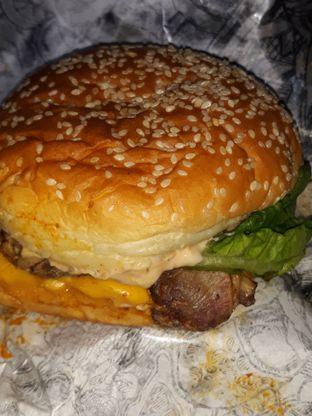 Foto 3 - Makanan di Lawless Burgerbar oleh Mouthgasm.jkt