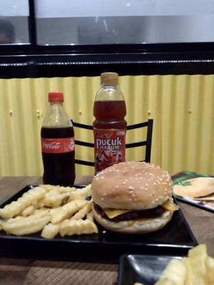 Foto 3 - Makanan di FIX Burger oleh Prido ZH