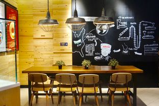 Foto 8 - Interior di Krispy Kreme Cafe oleh yudistira ishak abrar