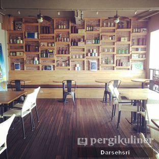 Foto 12 - Interior(Lantai Dua) di Raffel's oleh Darsehsri Handayani