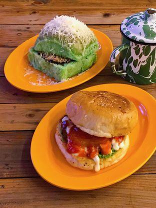 Foto 2 - Makanan di LuckyBee Bread & Grill oleh yudistira ishak abrar