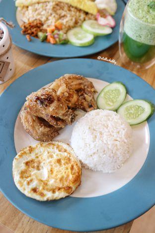 Foto 3 - Makanan(Chicken wings Korean with rice ) di Kullerfull Coffee oleh Stellachubby