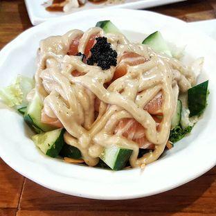 Foto 2 - Makanan(Sake Salmon Salad) di Umaku Sushi oleh bulbuleat92