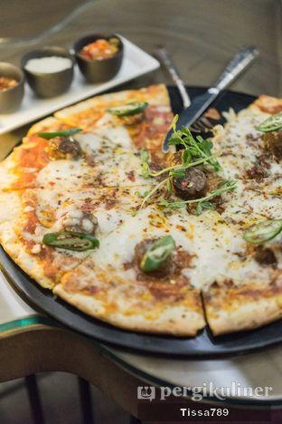 Foto 3 - Makanan di The Writers Bar - Raffles Jakarta Hotel oleh Tissa Kemala