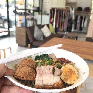 Foto 2 - Makanan di Huang Noodle Bar oleh @fridoo_