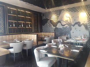 Foto 6 - Interior di The Socialite Bistro & Lounge oleh Nisanis