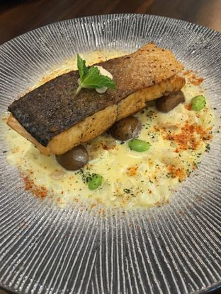 Foto 2 - Makanan(Salmone de truffa) di Trvffle Bistro oleh Jeljel