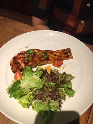 Foto 1 - Makanan(Salmon Grilled) di Pancious oleh San Der