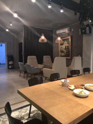 Foto 14 - Interior di KopiBar oleh Nanakoot