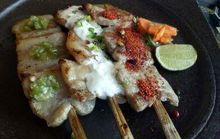 Foto 5 - Makanan(Buta Bara Kushiyaki 3 Kinds  Moriawase) di Enmaru oleh Jocelin Muliawan