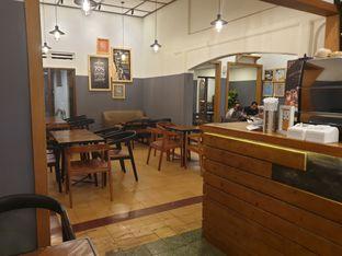 Foto 10 - Interior di Coffee Toffee oleh imanuel arnold