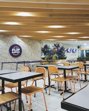 Foto 3 - Interior di Flip Burger oleh Eat and Leisure