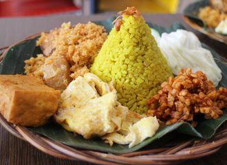 6 Nasi Kuning di Jakarta Paling Nikmat yang Harus Kamu Coba