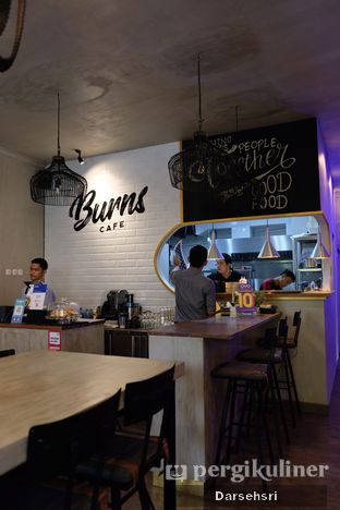 Foto 8 - Interior di Burns Cafe oleh Darsehsri Handayani