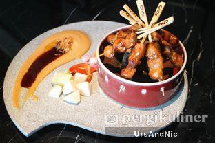 Foto 1 - Makanan(Sate chicken oyster) di 1945 Restaurant - Fairmont Jakarta oleh UrsAndNic