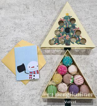 Foto 1 - Makanan(Macarons Christmas edition) di La Maison oleh Velvel