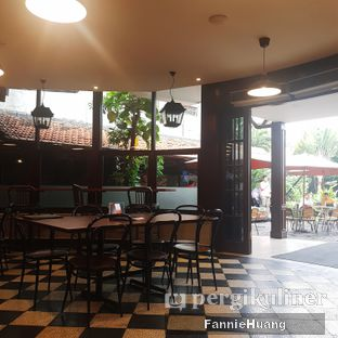Foto 8 - Interior di Upnormal Coffee Roasters oleh Fannie Huang||@fannie599