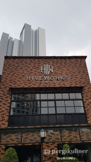 Foto 10 - Eksterior di Hiveworks Co-Work & Cafe oleh UrsAndNic