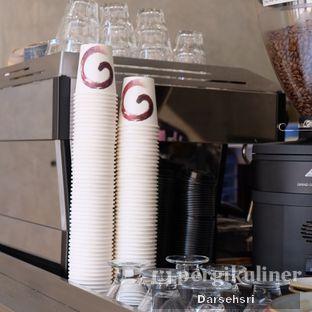 Foto 11 - Interior di Monkey Tail Coffee oleh Darsehsri Handayani