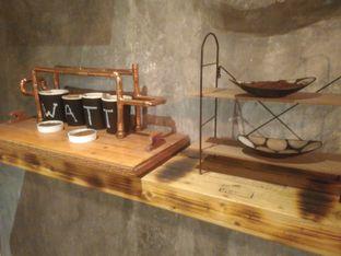 Foto 3 - Interior di Watt Coffee oleh Renodaneswara @caesarinodswr