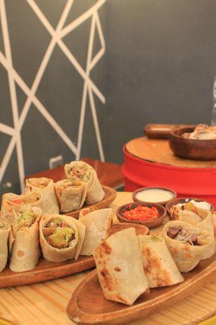 Foto 1 - Makanan di Emado's Shawarma oleh Prido ZH