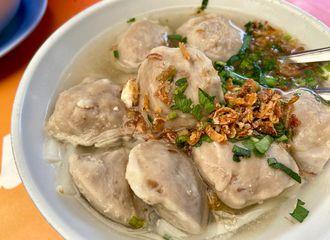 10 Tempat Makan Dekat Stasiun Jakarta Kota yang Paling Enak