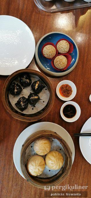 Foto 4 - Makanan(squid ink dumpling & soy meat bun & sweet potato ball) di Twelve Chinese Dining oleh Patsyy