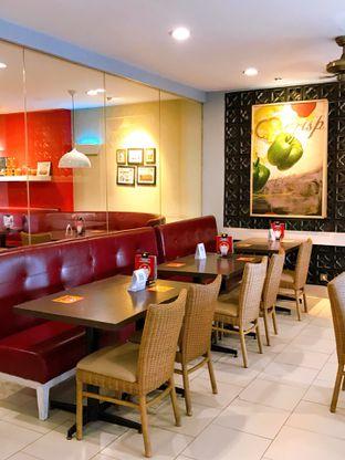 Foto 14 - Interior di Pizza Hut oleh yudistira ishak abrar