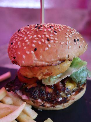 Foto 2 - Makanan(Redemption (IDR 99k) ) di Dope Burger & Co. oleh Renodaneswara @caesarinodswr