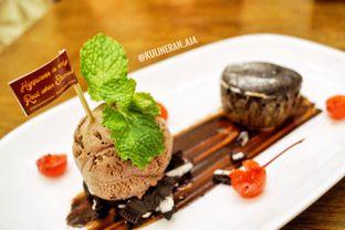 Foto 2 - Makanan(Chocolate Lava Cake) di Sonoma Resto oleh @kulineran_aja