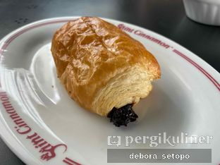 Foto review Saint Cinnamon & Coffee oleh Debora Setopo 8