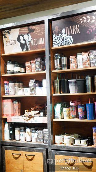 Foto 8 - Interior di Starbucks Coffee oleh Deasy Lim