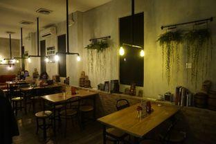 Foto 4 - Interior di Gerilya Coffee and Roastery oleh yudistira ishak abrar