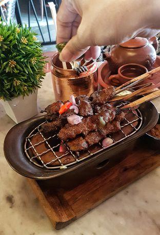 Foto 4 - Makanan(Sate Maranggi) di KAJOEMANIS oleh Gembuli Tan